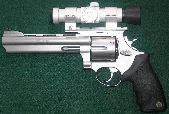 Taurus M44SS6 с установленным оптическим прицелом