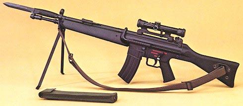 HK G41A1 на сошках с установленным штык-ножом и оптическим прицелом