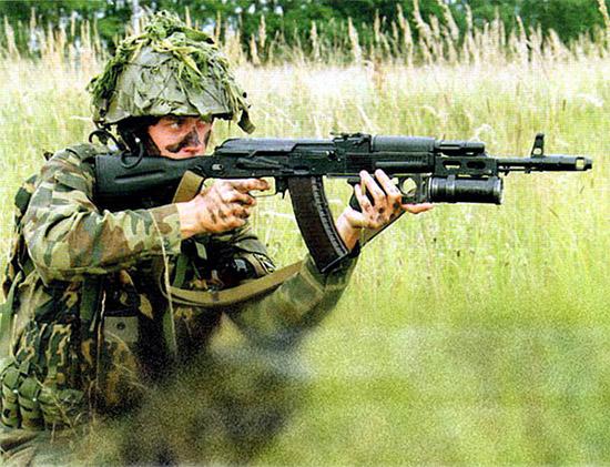 Преимущество российской подствольной схемы гранатомета в том, что стрелок использует в полном объеме возможности автомата, а гранатомет значительно их повышает