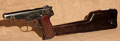 9-мм автоматический пистолет Стечкина (АПС) с пластмассовой кобурой-прикладом