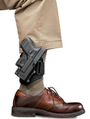 Glock 26 закрепленный на голени