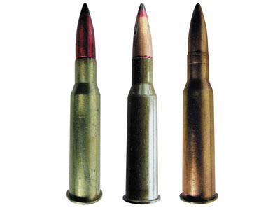 7,62-мм винтовочно-пулеметные патроны: с бронебойной пулей Б-30 обр. 1930 года (слева), с трассирующей пулей Т-30 обр. 1930 года (справа)