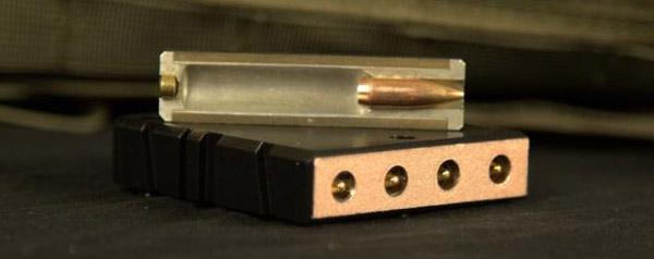 Патроны упакованные в специальные короба для L5 Caseless Ammo
