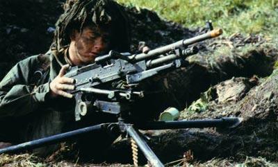 Установка единого пулемета L7A1 в варианте станкового пулемета на станок-треногу L4A1