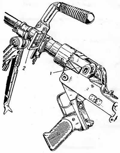 Прицельное приспособление гранатомета GzB-39 1 – задний визир (целик), 2 – передний визир (рамка с сеткой; предохранительный кожух на фото отсутствует)