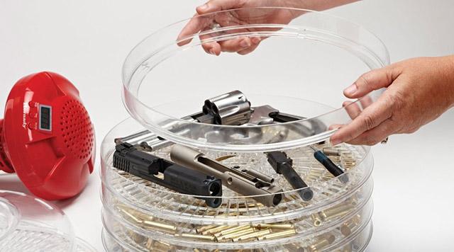 Digital Cases & Parts Dryer служит для сухой чистки деталей оружия и гильз сразу на нескольких поддонах.
