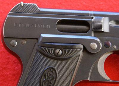 Steyr-Pieper M1908 вид на отверстие выбрасывания гильз и клеймо патента