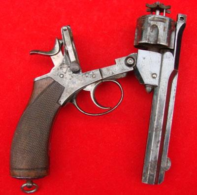 Револьвер модели Webley Pryse (при перезаряжании)