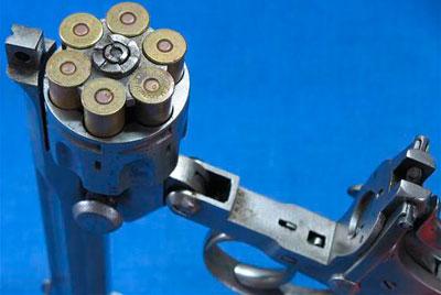 Револьвер модели Webley Pryse (при экстракции гильз)