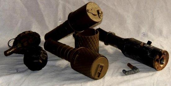 1 - Ручная оборонительная граната OF-15 2 - Ручная наступательная граната РГД - 33 с оборонительными чехлами (без чехла поздних модификаций, с чехлом ранних серий) 3 - Ручная наступательная граната системы Рдултовского образца 1914 года и запал к ней