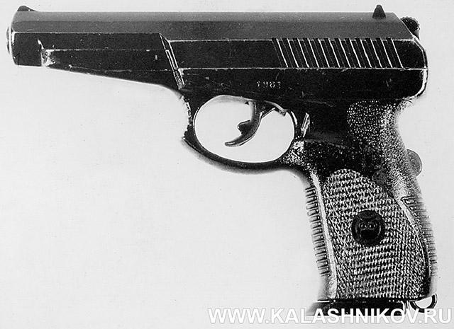 9-мм пистолет 6П35 конструкции Сердюкова П. И. под патрон РГ057 (9х19). Вид слева
