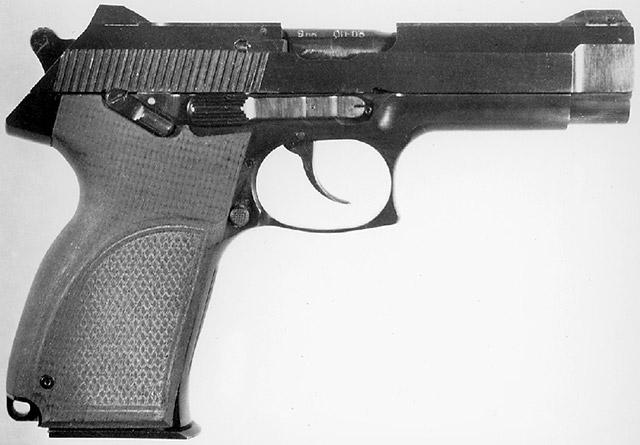 7,62/9-мм пистолет «Грач-2» конструкции Ярыгина В. А. («Ижмех») под патроны 9х18 ПМ, 9М (9х18 ПММ) и 7,62х25 ТТ. Вид справа. Принцип работы автоматики: с патроном 9х18 ПМ – отдача свободного затвора; с патронами 7,62х25 ТТ и 9М (9х18 ПММ) – отдача затвора при коротком ходе ствола
