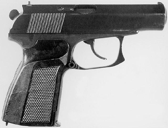 9-мм пистолет «Грач-3» конструкции Шигапова Р. Г. («Ижмех») под патроны 9х18 ПМ и 9М (9х18 ПММ). Вид справа. Принцип работы автоматики – отдача свободного затвора