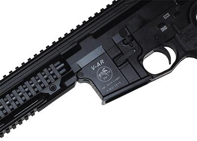 Фирменный знак V-AR — жалящая оса. Он не характеризует каких-то скрытых свойств оружия. Все гораздо проще: фамилия основателя производства этих карабинов Восадка переводится с чешского именно как оса.