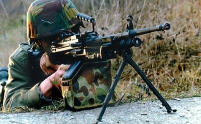 Бельгийский солдат с 5,56-мм ручным пулеметом «Миними»