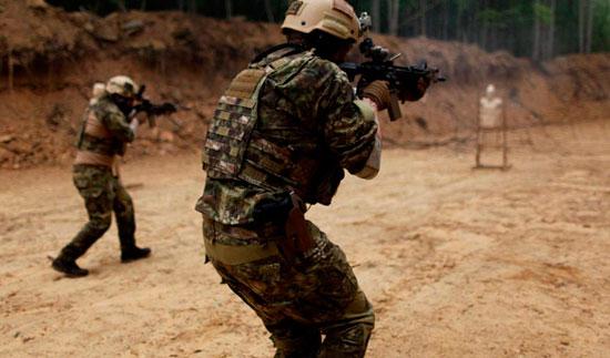 Комплект военно-полевой одежды в камуфляже Kryptek LEAF от Platatac