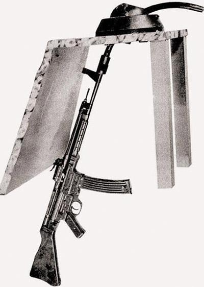 Автомат (штурмовая винтовка) MP.44 с искривленным на 90 град. стволом-насадкой Vorsatz PZ