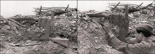 Германский солдат ведет прицельный огонь из карабина Маузер 98K, смонтированного в приспособлении для стрельбы из-за укрытий. Восточный фронт. Харьков. 1943 г.