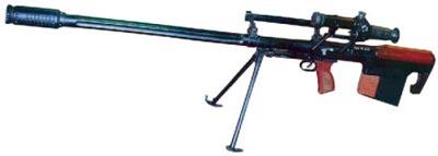 12,7-мм снайперская винтовка КСВК, на рукоятке для переноски смонтированы механические <a href='https://arsenal-info.ru/b/book/2966502025/19' target='_self'>прицельные приспособления</a>