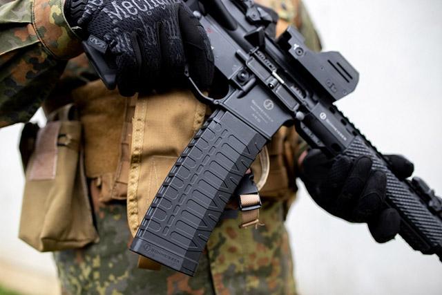 60-зарядный магазин Schmeisser S60 совместим со всеми образцами оружия системы AR-15