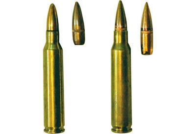 5,56-мм винтовочный патрон М 193 с обыкновенной пулей (слева) и 5,56-мм винтовочный патрон SS 109 с обыкновенной пулей (справа)