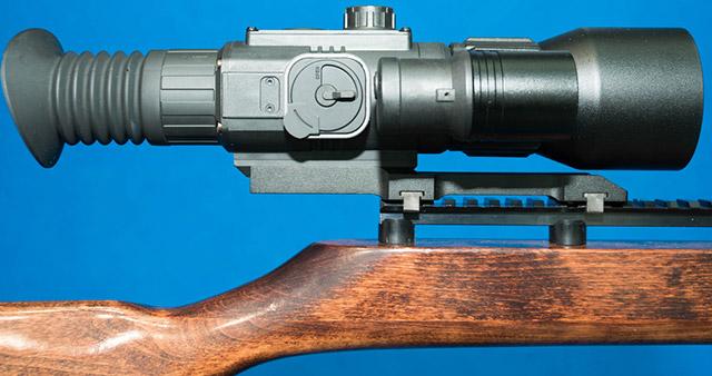 Цифровой винтовочный прицел ночного видения Pulsar Sightline - это цифровой прицел ночного видения, доступный в двух версиях (с подсветкой с длиной волны 850 или 940 нм), с объективом диаметром 40 мм и 57 мм, соответственно