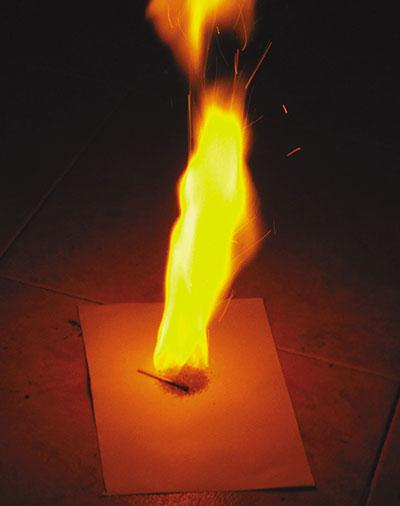 Чуда не произошло. «Дымарь» дал клубы дыма, а бездымный нитропорох —только яркий ворс пламени.