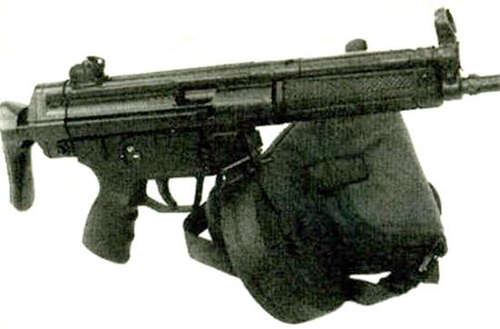 Дополнительная <a href='https://arsenal-info.ru/b/book/3570337202/20' target='_self'>огневая мощь</a> для МР5: модифицированный магазин барабанного типа от ППШ-41 вмещает 72 9-мм патрона «Парабеллум»