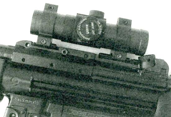 «Ультра-ДОТ» - <a href='https://arsenal-info.ru/b/book/2362237253/11' target='_self'>оптический прицел</a> с точечным лазерным прожектором. Применение такого прицела при ведении стрельбы с упором приклада в плечо может сократить время прицеливания, особенно при использовании бинокулярного зрения