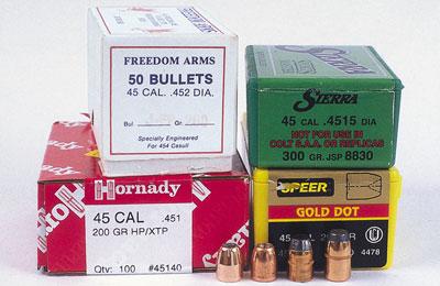 Оба типа пуль, указанных слева и предназначенных для калибра .45 АСР, не подходят под калибр .460 S&W. Годятся пули JSP весом 260 гран от Freedom Arms и весом 300 гран от Sierra.