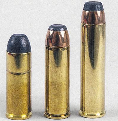 Слева – калибр .45 Colt, посередине – .454 Casull, справа – .460 S&W Magnum.