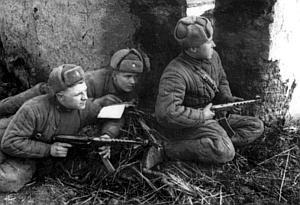 Разведгруппа старшего сержанта Перепанченко ведет наблюдение