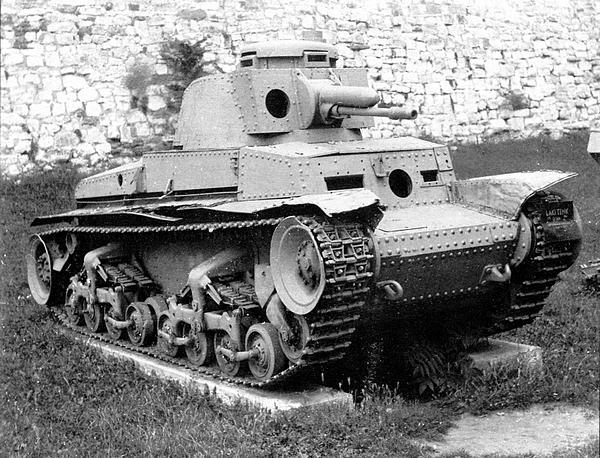 Лёгкий танк Pz.35(t) из состава 7-й горно-пехотной дивизии СС «Принц Евгений», захваченный югославскими партизанами и находящийся ныне в Военном музее в крепости Калемегдан в Белграде. У машины полностью отсутствуют пулемётное вооружение и крышки смотровых приборов, но неплохо сохранилась ходовая часть.