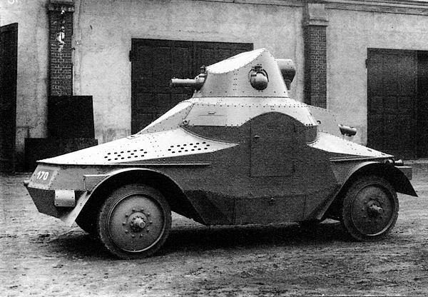 Бронеавтомобиль PA-III во дворе завода ?koda.
