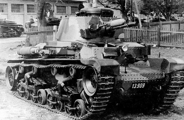Танк LT vz.35 с серийным номером 13909 в 1-м танковом полку в Миловицах, весна 1938 года. Чехословацкая армия получила эту машину 11 марта 1938 года, а уничтожена она была в 1941 году, уже находясь на службе в Вермахте.