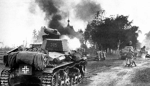 Танки Pz.35(t) 6 тд на дальних подступах к Пскову. 1941 год.
