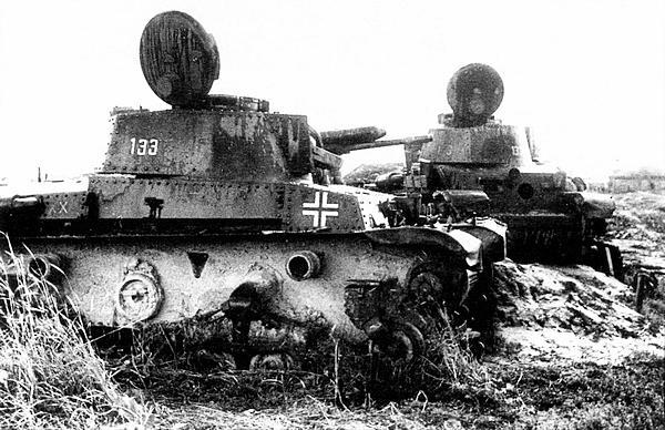 Лёгкие танки Pz.35(t), подбитые в районе г. Зубцова Тверской области. 1942 год.