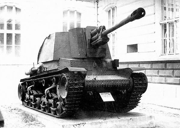 Румынская самоходно-артиллерийская установка ТАСАМ R-2 в экспозиции военного музея в Бухаресте — единственный сохранившийся до наших дней образец этой боевой машины.