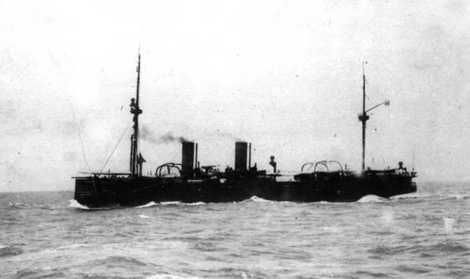 """""""Владимир Мономах"""" на Балтике (вверху) в составе 3-й Тихоокеанской эскадры (внизу)."""