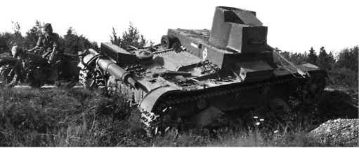 Еще одна машина с тактическим обозначением 14-й танковой дивизии7-го мехкорпуса — ХТ-26. На заднем листе подбашенной коробки виден белый ромб с цифрой 4 (27-й танковый полк),а также белая горизонтальная полоса.