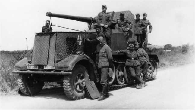 Самоходная установка 88-мм зенитки на шасси12-тонного полугусеничного тягача (8.8 cmFlak 18 Sfl.AufZugkraftwagen12t). В составе8-го дивизиона истребителей танков они участвовали в боях на рекеЧерногостица в июле 1941 года(АСКМ).