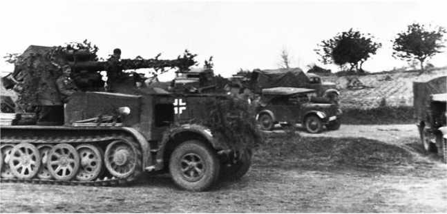 Еще одно фото самоходной установки88-мм зенитки на полугусеничном тягаче Sd.Kfz. 8. Две таких машины были уничтожены 14-й танковой дивизией в бою 7 июля1941 года на рекеЧерногостица (ЯМ).