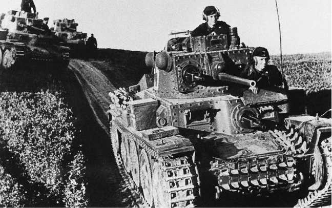 Танки Pz.38 (t) из состава 7-й танковой дивизии вермахта на марше.Белоруссия, июль1941 года (АСКМ).