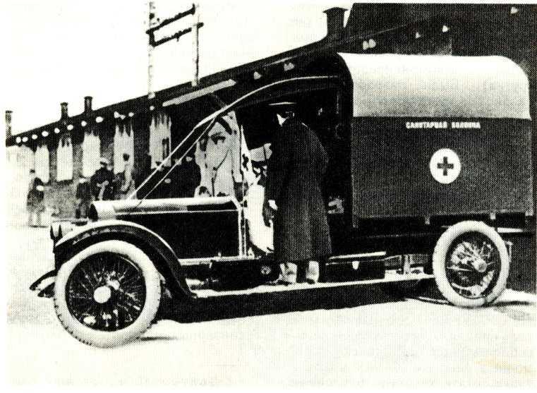 102. Санитарный автомобиль «Роллс-Ройс» в русской армии (1914 г.)