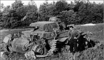 Один из 135 Pz.III, подбитых в ходе Французской кампании. Судя по изображению бизона на борту башни, этот Pz.III Ausf.E принадлежит к 7-му танковому полку 10-й танковой дивизии. Май 1940 года.