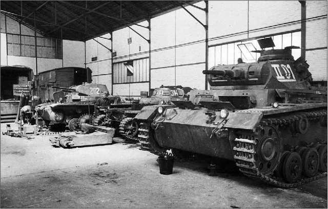 Ремонт танков после Французской кампании. На переднем плане — Pz.III Ausf.E.