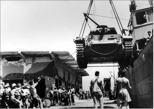Выгрузка танка Pz.III на острове Крит. 1941 год.
