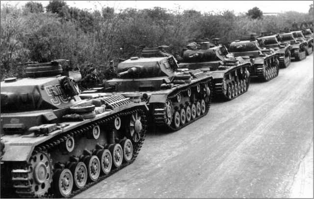 Танки Pz.III Ausf.G 5-го танкового полка 5-й легкой дивизии перед отправкой в Северную Африку. 1941 год.
