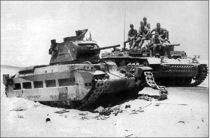 Pz.III Ausf.H проезжает мимо подбитого английского танка Mk II «Матильда». Северная Африка, 1941 год.