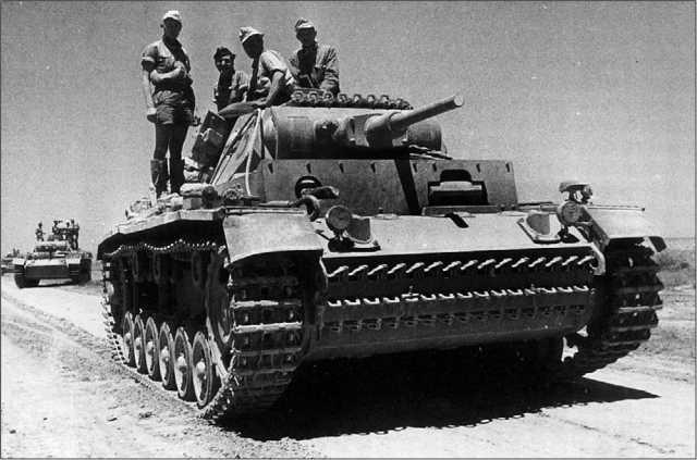 Pz.III Ausf.J в Африке. У машины в лобовой части корпуса установлен дополнительный 20-мм броневой лист.